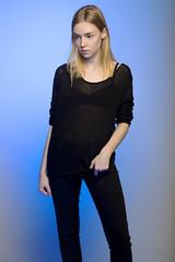 Bleu (Louise Rossier) Tags: portrait studio noir bleu blonde mode couleur fond glatine