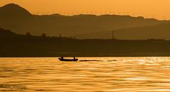 Le retour de la barque. (Bouhsina Photography) Tags: été mer plage coucher soleil bateau pêcheur montagne marinasmir tétouan tetuan maroc morocco bouhsina bouhsinaphotography canon 7dii ef70200 2016 silhouette couches large mediterannée