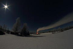 Moonlight_2017_02_10_0013 (FarmerJohnn) Tags: moon nuotio openfire savu smoke kuu kuutamo moonlight reflection heijastus night yö talvi winter february helmikuu hanki snowfield millionstarsonthesnow lumi miljoonatimanttiahangella orion snow samyang8mm35umcfisheyecsii canon eos 7 dcanon7dsuomifinlandvalkolaanttospohjajuhani anttonen