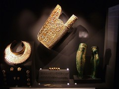 Αρχαιολογικό μουσείο Βεργίνας (Αρχαία Ελληνικά) Tags: μέρη εξοπλισμού βασιλικήσ πανοπλίασ φιλίππου β