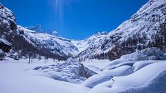 Pont w dolinie Valsavarenche, w oddali przełęcz Gran Etret 3210m. (Tomasz Bobrowski) Tags: colidelgrantetret pont valsavarenche narty alpy graianalps góry mountains skitury skitouring alps ski alpygraickie skitura