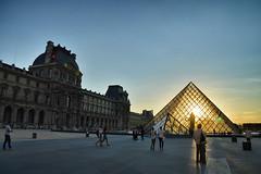 Paris Sunset (víctor patiño george) Tags: paris france sunset atardecer architecture arquitectura impei vpg nikon d3200 nikond3200 tamron tamron18200 victorpatiñogeorge louvre museo museum photo foto luz light vpatiño europa europe iledefrance