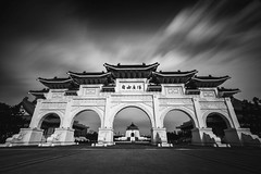 Taipei ([~Bryan~]) Tags: taipei taiwan nationalchiangkaishekmemorialhall libertysquare bw blackandwhite longexposure daytimeexposure ndfilter architecture cloudmovement time gate