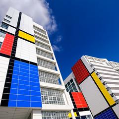 The biggest Mondriaan / Mondrian in the World (Bram Meijer) Tags: pietmondriaan mondrian denhaag thehague holland nederland netherlands kleuren colors colours blauw blue rood red yellow geel wit white square virekant destijl velvia mondriaan