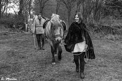 Peasants hispanics arrive at the camp (A. Muiña) Tags: romanos historia invasión representación gente personas people caballo animals nikond800 old naturaleza nature callejera social street byn bw