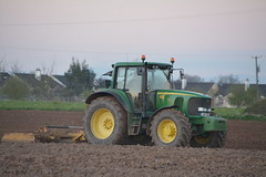 John Deere 6920S Tractor with a Land Leveller (Shane Casey CK25) Tags: john deere 6920s tractor land leveller jd green rathcormac 6920 sow sowing set setting drill drilling tillage till tilling plant planting crop crops cereal cereals county cork ireland irish farm farmer farming agri agriculture contractor field ground soil dirt earth dust work working horse power horsepower hp pull pulling machine machinery grow growing nikon d7100 traktor traktori tracteur trekker trator ciągnik