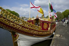 TP36 (EmmaDurnford) Tags: tudorpull 2017 hamptoncourtplace molesey teddington riverthames watermen annual rowing event palaces stela watermanscompany gloriana thamestraditionalrowingcompany flags pennants royalarms henryv111 king tudors livery boats vessels teams