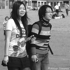 IMG_1275 (Akbar Simonse) Tags: denhaag thehague sgravenhage lahaye holland netherlands nederland streetphotography streetshot straatfotografie straatfoto people candid zwartwit bw blancoynegro bn monochrome vierkant square akbarsimonse camera smartphone beach strand