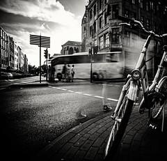 2041 (Elke Kulhawy) Tags: street blackandwhite cologne bw bnw elkekulhawy people streetphotographie