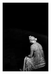 ... Paparazzo en el Olimpo ... (Lanpernas 3.0) Tags: arte art diosa musa museo elprado madrid monocromático escultura esculpture