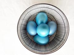 Happy Easter (Rosmarie Voegtli) Tags: pottery friendship eggs blue bowl easter froheostern design smileonsaturday egg eggcellent