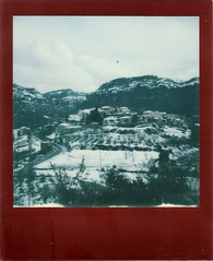 001 (12) (rubeninstant) Tags: polaroid supercolor 635cl 635 redframe lucky8 filmisnotdead instantfilm istillshootfilm impossible impossibleproject impossiblebarcelona snow snowed village town mountains landscape color fullcolor
