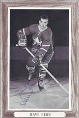 1964-67 NHL Beehive Hockey Photo / Group III (Woodgrain) - DAVE KEON (Centre) (Hall of Fame 1986) - Autographed Hockey Card (Toronto Maple Leafs) (#171B / No number visible) (Baseball Autographs Football Coins) Tags: hockey beehive 1934 1967 19341967 groupi groupii groupiii woodgrain torontomapleleafs bostonbruins newyorkrangers montrealcanadiens chicagoblackhawks detroitredwings montrealmaroons newyorkamericans card photos hockeycards brooklynamericans nationalhockeyleague nhl davekeon centre hockeyhalloffame halloffame hof hhof