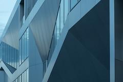 Kassel blues (Karl-Heinz Bitter) Tags: architektur deutschland europa kassel architecture europe germany blau metall fassade facade fenster windows linien karlheinzbitter