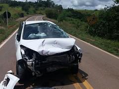 Acidente entre dois carros deixa três pessoas feridas na BR-265, entre Boa Esperança e Ilicínea, MG (portalminas) Tags: acidente entre dois carros deixa três pessoas feridas na br265 boa esperança e ilicínea mg