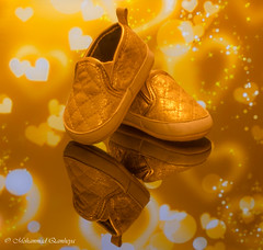 TINY SHOES!!! (Mohammed Qamheya) Tags: tinyshoes nikon d7000 d7k 600mm iso100 f220 15s longexposure manualfocus manualmode afsmicronikkor60mmf28ged 7dwf 7dayswithflickr tuesday crazytuesdaythemeapril25shoes 25apr2017 reflection glass gold yellow tiny shoes