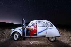 Modelos y coches en fotografía nocturna (Gabriel Glez.) Tags: gabrielglez noctografia wwwnoctografiacom lightpainting citroen citroën 2cv citroën2cv