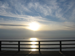 2006-07-08-0012.jpg (Fotorob) Tags: natuurverschijnsel voorwerpenoppleinened sunset hautenormandie water frankrijk erfscheiding seinemaritime kustplaats hek kust france étretat