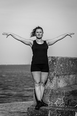 Laurie / Gymnastique (ItsMyLive) Tags: girl photoshoot model outdoor saintnazaire loireatlantique france port shooting blueeyes femme fille jeunefemme gymnastique gymnastic athlete blackandwhite noiretblanc canoneos550d extérieur sunny