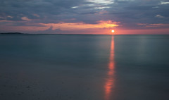 End of the day (Krevo55) Tags: turksandcaicos caribbean paradise ocean sea water sand beach tropical providenciales islands seashore waves sun clouds sky nature outdoor landscape provo gracebay sunset longexposure