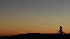 . downhill (Ruinenstaat) Tags: tumraneedi ruinenstaat oberhausen halde haniel ruhrpott ruhrgebiet glückauf kumpel sundown sunset nightfall sonnenuntergang pott revier cyclist radfahrer downhill