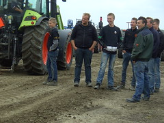 Spectators and helpers (Davydutchy) Tags: auto tractor holland netherlands car power pulling friesland fuel trecker lkw trekker fryslân pkw tzum tsjom schleppmaschine