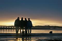 Lossiemouth - Group photo (Manuel Steinbrecher) Tags: ocean greatbritain trip sea wet rain sunrise canon eos scotland colorful meer gruppenfoto sonnenaufgang regen schottland 30d lossiemouth nass sundawn farbenprächtig grosbritannien manuelsteinbrecher gburlaub2011