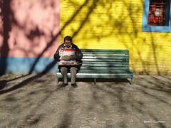 Una vez...caminito (Beatriz Gualberto) Tags: argentina la banco boca sombras frio trabalho caminito seor colorido