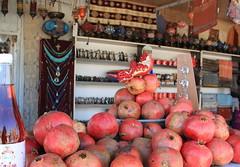 melograne - pomegranates (Kristel Van Loock) Tags: fruit pomegranate pomegranates granada grenade frutta melograno nar punicagranatum granaatappels turksfruit melograne turkishfruit
