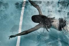Nada (una cierta mirada) Tags: swimmingpool swimming pool blue water girl