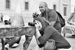 Fotografía callejera / Street Photography (jazztubo68) Tags: fotógrafos estudiantesdefotografía fotografíacallejera colegiodefotografíadeoccidente guadalajara mexico photographers street photography streetphotography blancoynegro blackwhite