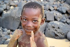 LITTLE NINJA (André Pipa) Tags: boy rapaz kid africanportrait beachcandidportrait stp sãotomé santana praiasantana clubsantana brilho glow look innocence inocencia joy alegria photobyandrépipa ninja littleninja