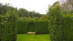 Un banco en el jardin del Pazo de Oca. (lumog37) Tags: jardines gardens banco bench pazo manor