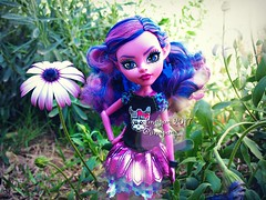 (Linayum) Tags: kjerstitrollson mh monster monsterhigh mattel doll dolls muñeca muñecas toys juguetes flower flor margarita linayum