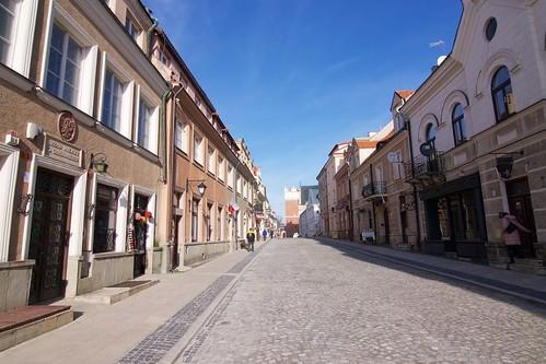 Ulica Opatowska w Sandomierzu z rynku w stronę bramy