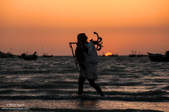 End of the day by the sea (Awais Yaqub) Tags: mancarryingananchor anchor sunset water pakistan balochistan gwadar