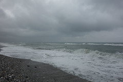Wellen (*Tom68*) Tags: meer ozean wolken clouds strand küste coast beach spanien spain andalusien wellen wasser water