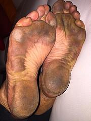 (danragh) Tags: dirty soles city piedi scalzi neri callosi black