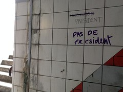 IMG_007 (arthur594) Tags: éléction présidentielle mur écriture tags escalier mélenchon politique france contestataire sale frenchelection gare suburb critic stairs dirty vote