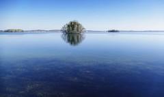 Stille in blau (wolfi-rabe) Tags: see windstille blauerhimmel spiegelung plön plönersee wasser blau