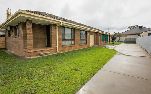 572 Mair Street, Lavington NSW