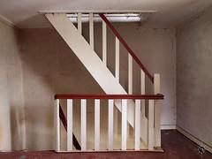 Haus der alten Dame 54 (Moddersonne) Tags: lost place urbex verlassen abandoned decay verfall haus der alten dame bauernhaus house treppe stairs