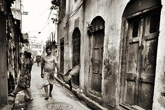 Streetphotography, India (paola ambrosecchia) Tags: street light bird man streetphotography moment daylight india blackandwhite ritratto monochrome amazing city flying sky asia kolkata biancoenero magical streetsofindia streetsofkolkata