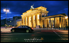 Brandenburger Tor (Krueger_Martin) Tags: architecture night city stadt urban auto car light lights licht langzeitbelichtung blau blue blauestunde bluehour brandenburgertor berlin mercedes sklasse mercedesbenz weitwinkel wideangle 24mm festbrennweite primelense canoneos5dmarkii canoneos5dmark2 canonef24mmf14lii photomatix hdr colorful bunt farbig yellow gelb traffic verkehr