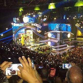 Luis Fonsi Daddy Yankee fan photo
