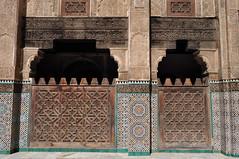 Magnificence du décor, médersa Bou Inania (XIVe siècle), Talaa Kbira, médina de Fès el Bali, Fès, Maroc. (byb64) Tags: fès fez فاس ⴼⴰⵙ fas fèsmeknès maroc morocco marruecos المغرب ⵍⵎⵖⵔⵉⴱ royaumedumaroc marokko marocco médina medina vieilleville oldtown cascohistorico altstadt fèselbali unesco unescoworldheritagesite toits techos ville city citta ciudad town stadt talaakbira médersa madrassa xive 14th moyenage medioevo middleages edadmedia école université mérinides bouinania stuc calligraphie zellige tesselles cèdre marbre