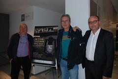 El historiador Eusebio Rodríguez, Sebastián Plaza, uno de los actores, con el director del documental. (almeriainformacion) Tags: cine documental la fosa borrada del sur memoria histórica almería museo de