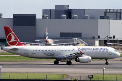 Airbus A321 Turkish Airlines TC-JSE (Not that grumpy) Tags: airbus airlines turkish a321 tcjse