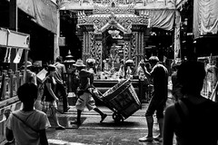 Market in Bangkok (Luca Pucci) Tags: city people bw work canon photography town market bangkok bn 5d mercato mk3 blackwithe