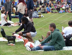 Sefton Park (Puerto De Liverpool.) Tags: england people music liverpool concert barbeque crowds seftonpark merseyside toxteth annualfestival freefestival aigburth africanmusicfestival africaoye africanculture freeevent europeancapitalofculture2008 liverpoolculture theukslargestfreecelebrationofafricanmusicandculture